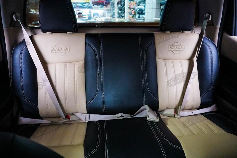 Hàng ghế sau được bọc ghế da